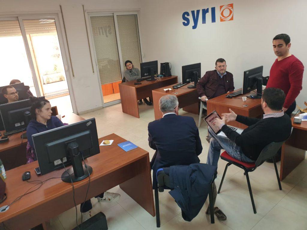 z. Mark Marku dhe Z. Sokol Shameti në bisedë me gazetarët e Syri.net